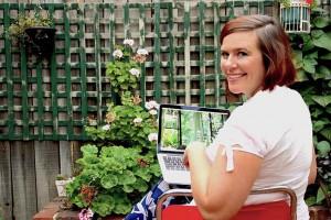 portrait-online-counsellor-nicole-hind-garden